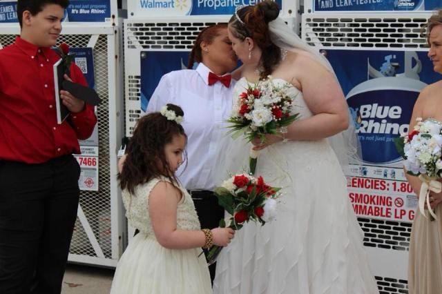Couple Gets Married In Pennsylvania Walmart